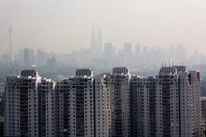 Singapore smog: Apartment buildings against a hazy Kuala Lumpur skyline, Malaysia