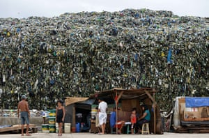 20 Photos: Waste towers over residents in Manila