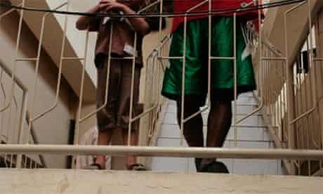 2 child asylum seekers - Human rights watch