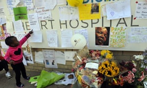 A child stands in front of some of the messages and tributes for former South African Nelson Mandela, at the Mediclinic heart hospital in Pretoria and spent a second night in critical condition.
