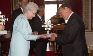 Tim Berners-Lee receives his award from the Queen