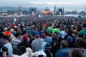 Rolling Stones: Fans fill the field infront of the Pyramid stage