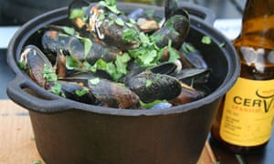 cooking mussels on camping stove