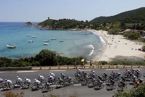 TDF: The pack rides past a beach