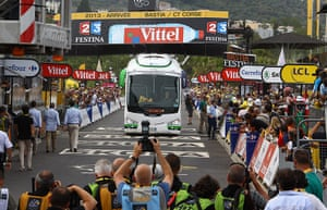 TDF: Bus stuck on tour de france finish line