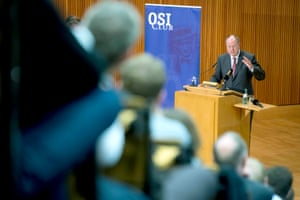 Chancellor candidate of the SPD, Peer Steinbrueck (R), delivers his speech on 'Guidelines of social democratic Foreign and Security Policy' at the auditorium 1a of the Free University of Berlin in Berlin, Germany, 04 June 2013.