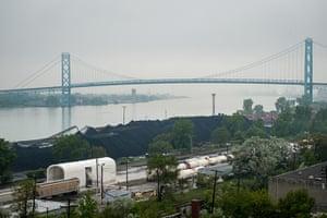 detroit petcoke: Petcoke piles along the Detroit river≈