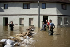 flooding: Volunteers confer as they stack sandbags