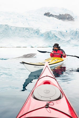 sea-kayaking: Enormous Minke Whale Swims Under Unsuspecting Kayaker