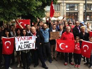 Turkey demonstrations: group poles turks