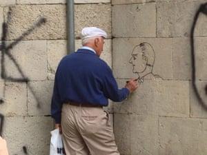 Turkey demonstrations: man drawing ataturk