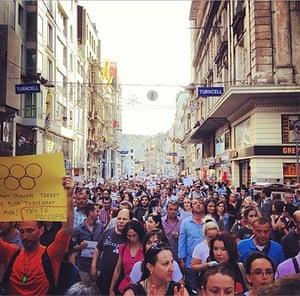 Turkey demonstrations: academics march gezi park