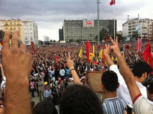 Turkey demonstrations: people singing bella ciao