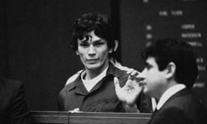 Richard Ramirez shows a pentagram on his hand in court in 1985