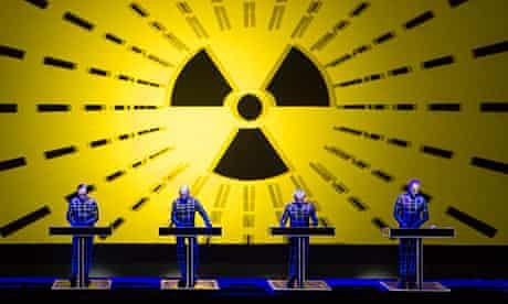 Kraftwerk perform Radio-Activity