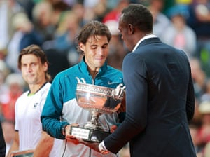 tennis8: Rafael Nadal (C) of Spain receives the trophy from Jamaican sprinter Usain
