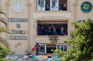 Egypt update: Muslim Brotherhood Head-Quarters Attacked As Anti-Morsi Protests Are Held
