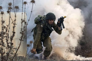 20 Photos: An Israeli infantry soldier takes part in urban warfare exercises