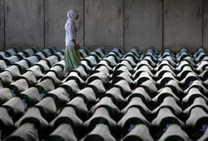 20 Photos: A Bosnian woman tries to find the coffin of her relative near Srebrenica