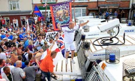 Loyalists confront police in Belfast
