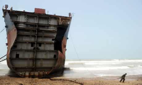 ship-breaking worker