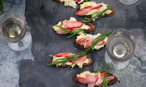Crab toasts with samphire and radishes
