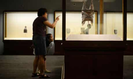 Family visits a museum in Beijing