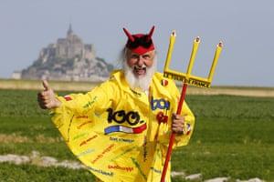 cycling fans: German fan Didi Senft known as El Diablo