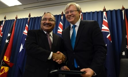 Prime Minister Kevin Rudd (right) and Papua New Guinea Prime Minister Peter O'Neill shake hands after signing an agreement to deal with asylum seekers in Brisbane.