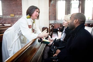 CofE: Rev Catherine Grylls talks with her congregation