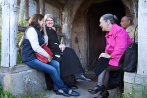 CofE: Rev Claire Lording talks with parishioners