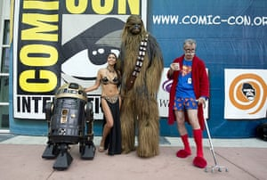 Comic-con: People in an eclectic collection of costumes