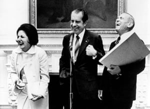 Helen Thomas: Helen Thomas, Richard Nixon