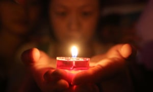 Prayers are said for the earthquake victims of in Loudi City in central China. Read our latest report on the disaster.