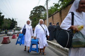 Pope in Brazil: Nuns prepare to spend the night on the street in order to keep their place