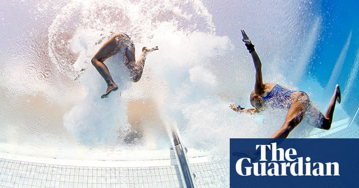 Divers above and below - in pictures