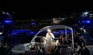 Pope Brazil updated: Pope Francis greets Catholic faithful upon arrival at Copacabana beach