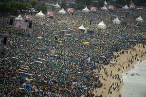Pope's beach mass: Pope Francis' beach rally in pictures