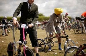 Brompton Gallery: Assembling Bikes