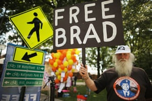 Bradley Manning protests: Supporters outside Fort McNair