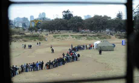 Zimbabweans in Harare wait to vote July 2013
