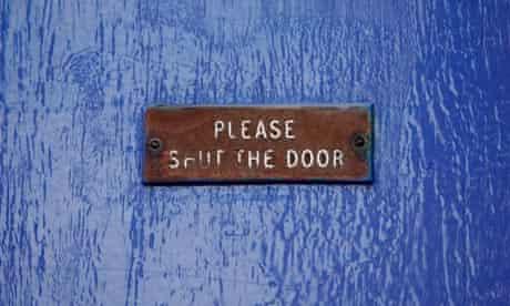 Please shut the door sign