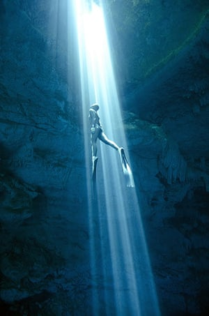 Free diving: Cenote Mexico