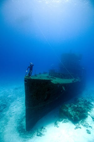 Free diving: Wreck off the island of Cozumel, Mexico