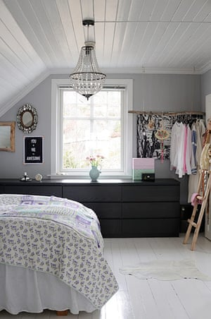 homes - norway house: bedroom with grey wall and white ceiling and white floor