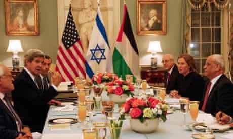 John Kerry, Tzipi Livni, Saeb Erekat, Yitzhak Molcho prior to fresh peace talks
