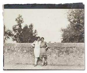 Frida Kahlo Snaps: Modotti & Kahlo