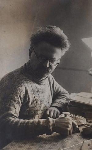 Frida Kahlo Snaps: Trotsky