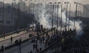 Muslim Brotherhood supporters flee tear gas