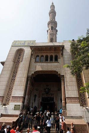 Egypt: Police officers stand guard in front of al-Fath mosque